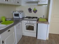 Cuisine de l'appartement Acanthe (location à Néris-Les-Bains)