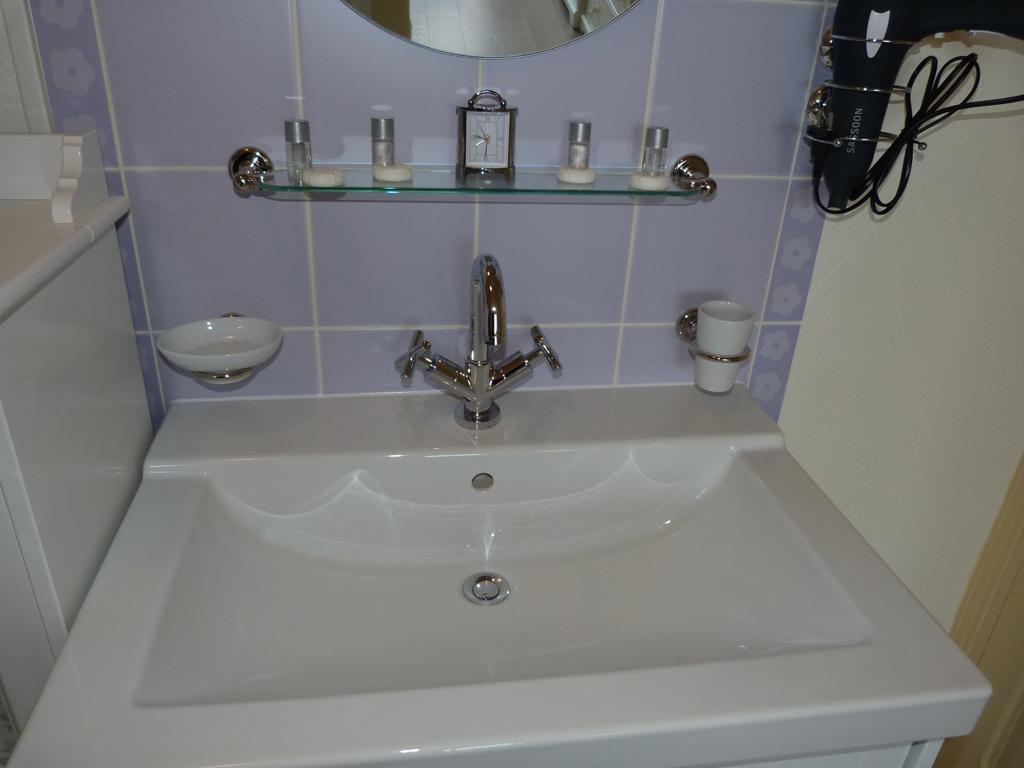 Grand lavabo salle de bain mobilier d coration for Lavabo salle de bain